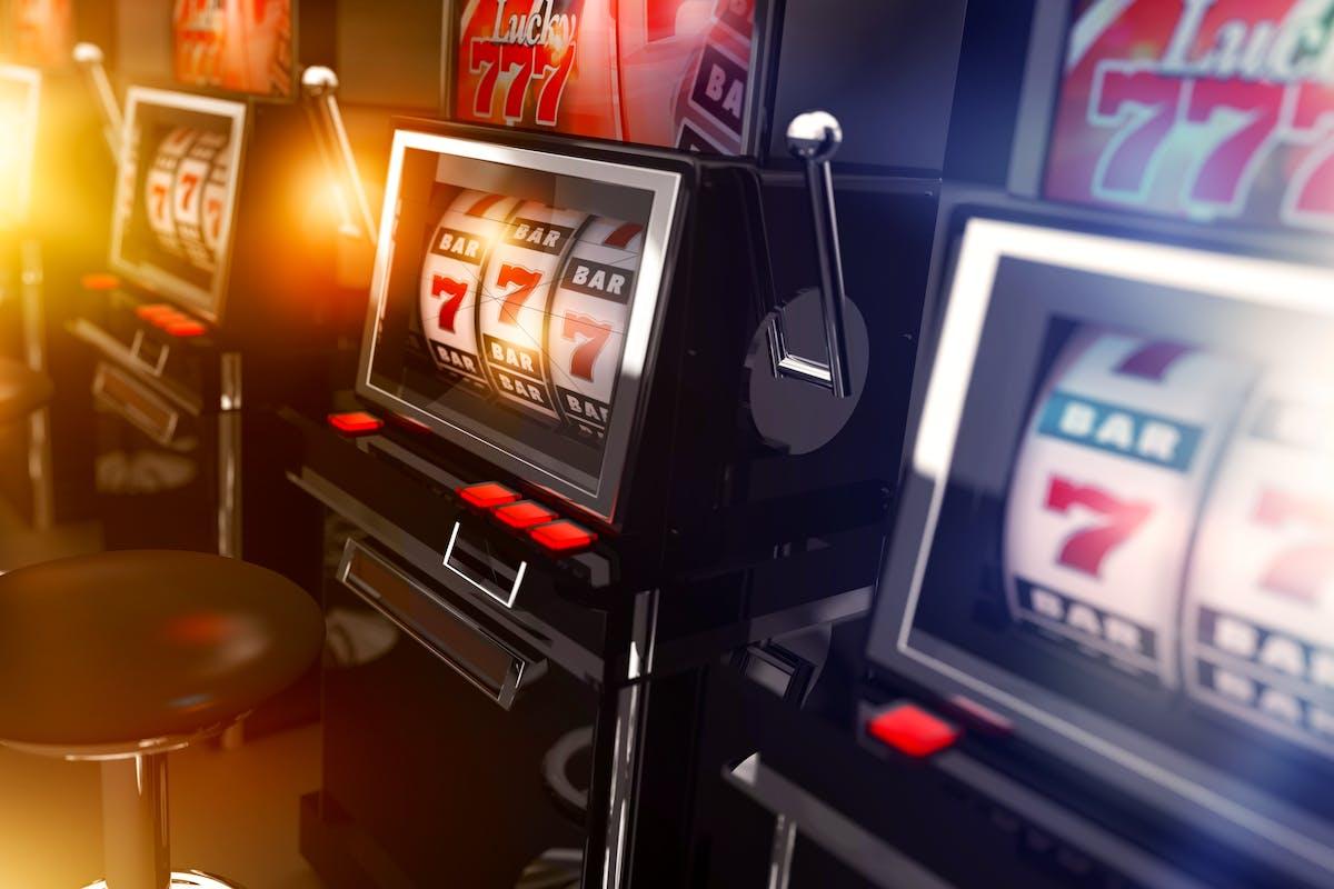 Наслаждайся игрой в казино с реальными дилерами!