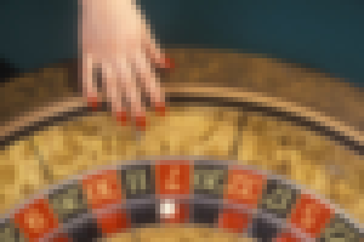 Roulette: what's the difference between the Martingale and Paroli strategies?